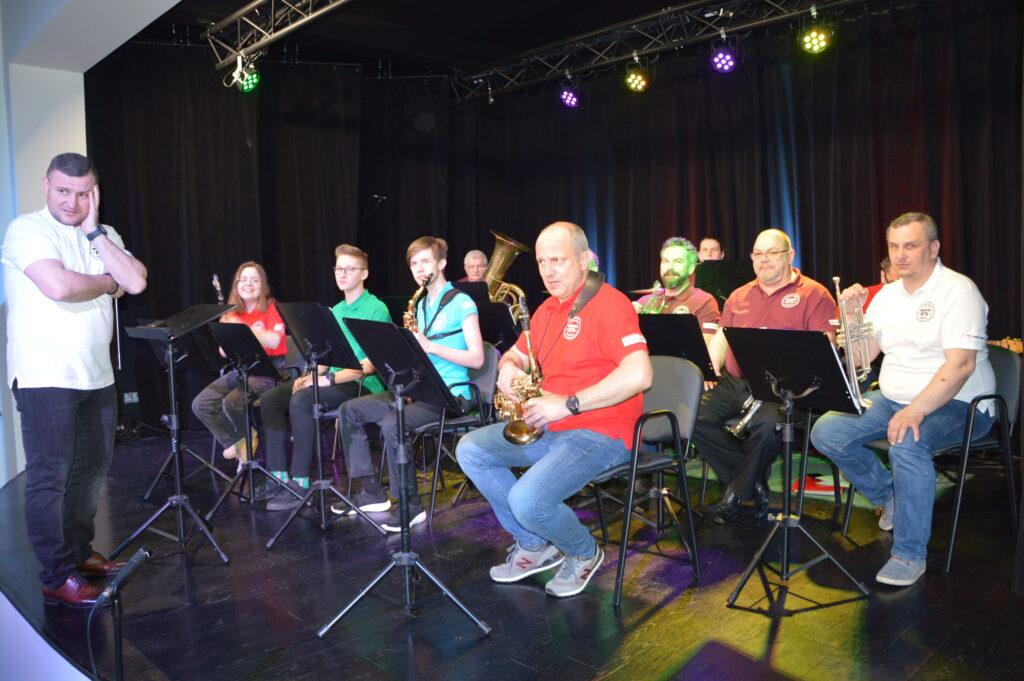ORKIESTRA POWIATU GNIEŹNIEŃSKIEGO - zdjęcie całej orkiestry